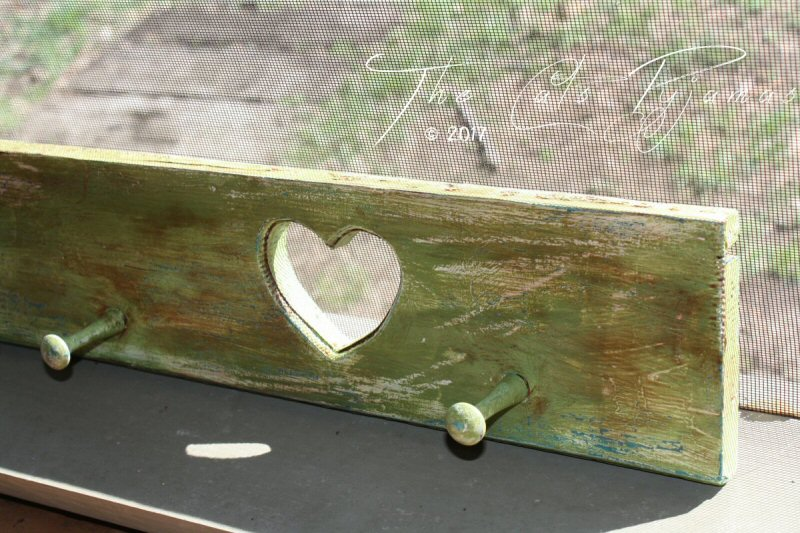 Green Heart Peg Shelf
