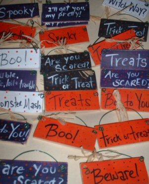 Little Halloween Signs