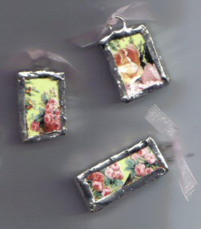 Chintz pendants Green with Pink Roses