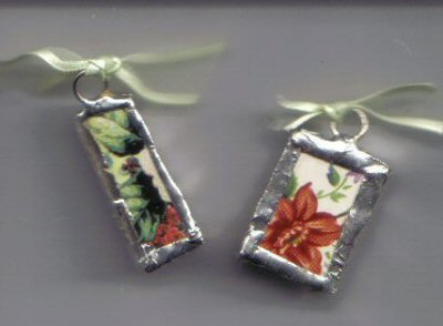 Chintz pendants Cream background with red roses